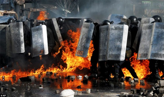 ukraine-explodes-with-protests-against-government-in-kiev-01