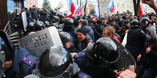 Pro-Russian Forces Storm Prosecutor's Office In Ukraine's Donetsk