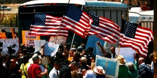 Obama Set To Declare Martial Law In Texas To Stop Illegal Immigrant Protesters