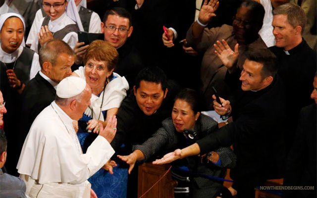 THE WORSHIP OF POPE FRANCIS PROVES PEOPLE ARE READY TO RECEIVE ANTICHRIST