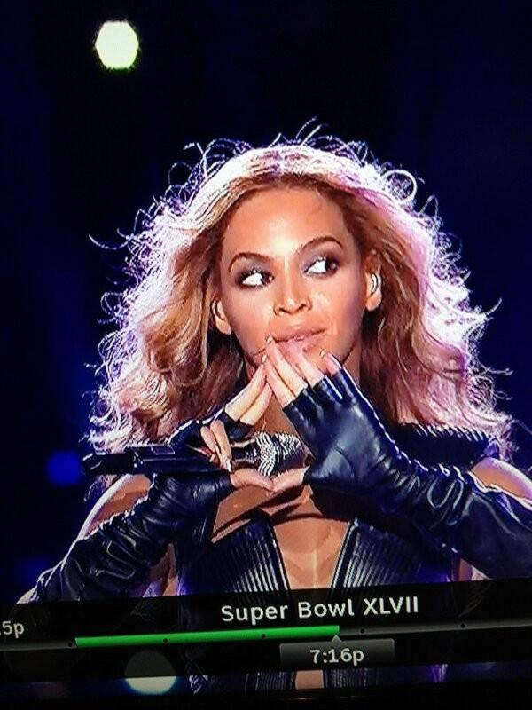 Beyonce-flashes-illuminati-sign-at-super-bowl-february-3-2013