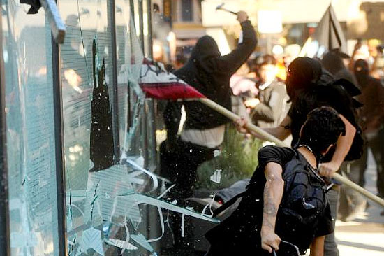 occupy-wall-street-oakland-riots-turns-violent-george-soros-2.jpg