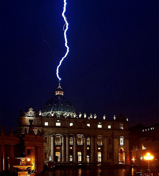 http://www.nowtheendbegins.com/blog/wp-content/uploads/vatican-hit-by-lighting-as-pope-says-he-is-stepping-down.jpg