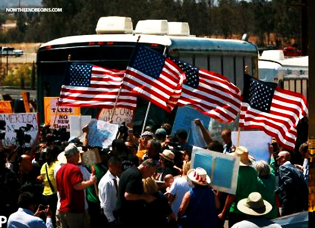 citizen-groups-militia-protesting-illiegal-alien-immigration-drumping-by-obama-administration-july-7-2014