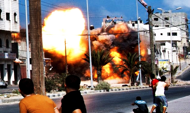 israel-destroys-apartment-buildings-in-gaza-after-hamas-missile-strike-august-23-2014