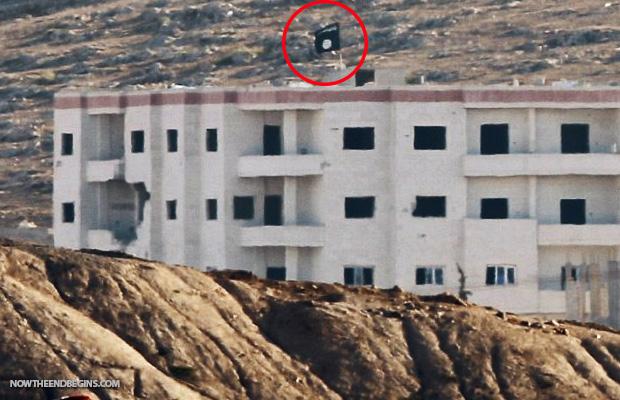 black-flag-of-isis-raised-one-mile-from-turkeys-border-syria