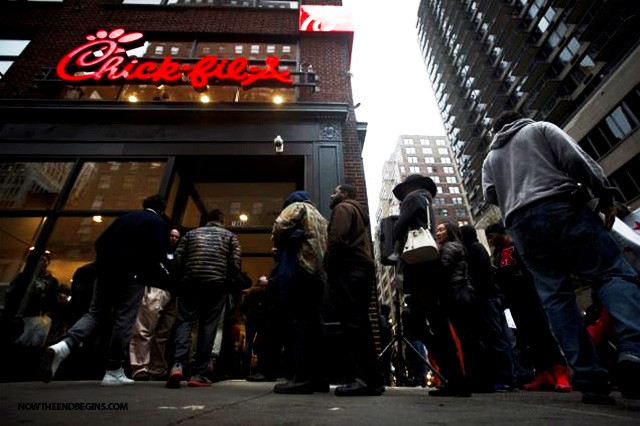 chick-fil-a-opens-mega-store-new-york-city-amid-lgbt-animal-rights-activists-protests-cfa-01