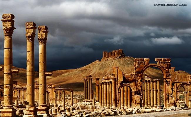 isis-islamic-state-destroys-triumphal-arch-palmyra-syria