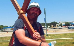 acie-burleson-carrying-cross-from-south-carolina-grand-canyon-matthew-16-24-christian-walk-christianity
