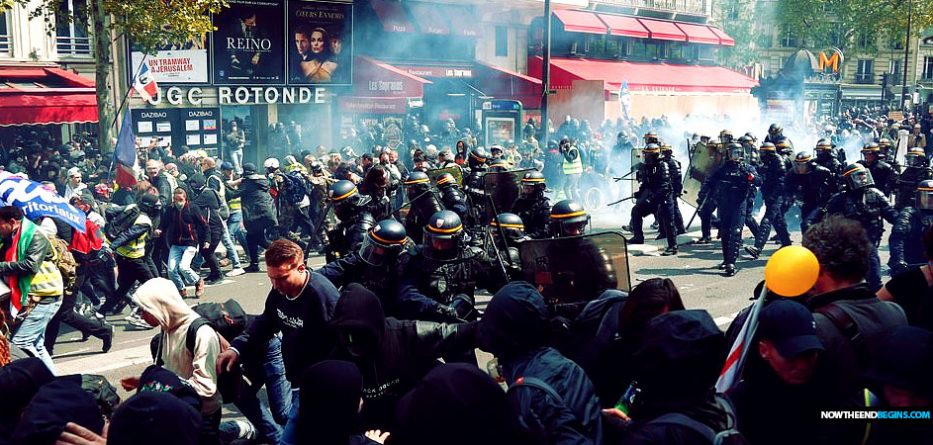 Paris: May Day protests  France-paris-may-day-riots-anti-capitalist-black-bloc-armageddon-933x445