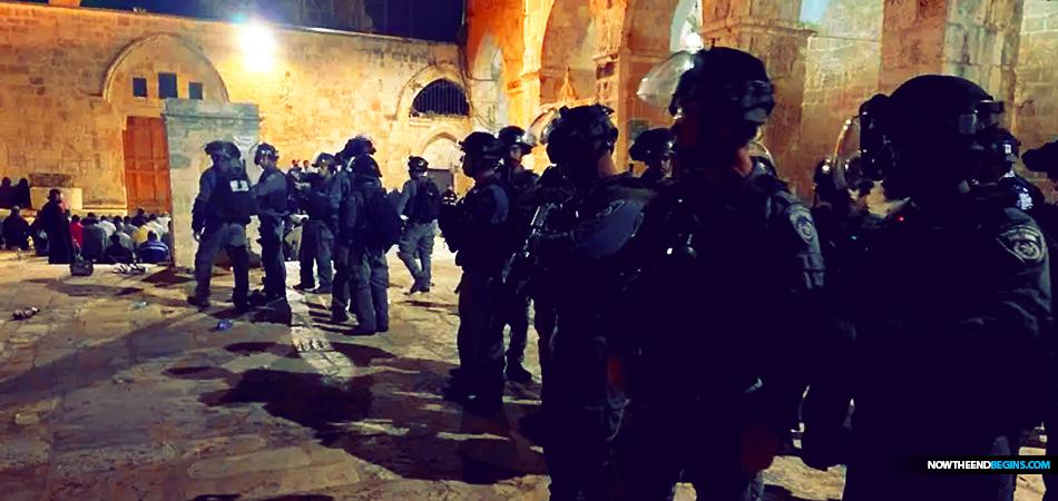 violent-clashes-break-out-on-temple-mount-jerusalem-israel