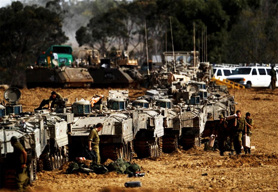 israeli-troops-mass-on-the-gaza-border-in-preparation-of-ground-assault-friday-november-16-2012