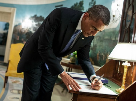 obama-writing-letter-wh-photo-benghazi-murder-victim-tyrone-woods-father